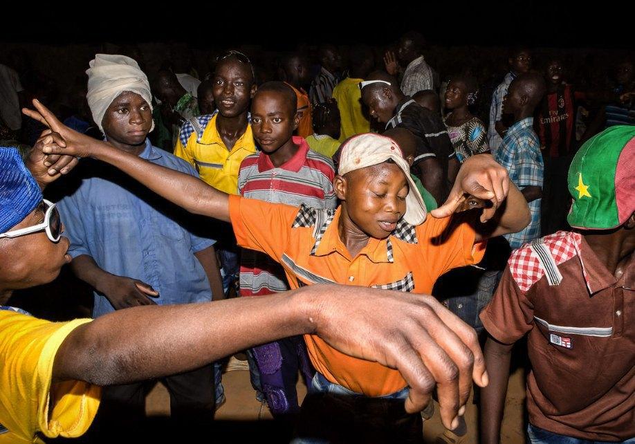 Мы хотим танцевать: Как выглядит сельская дискотека в Африке. Изображение № 19.