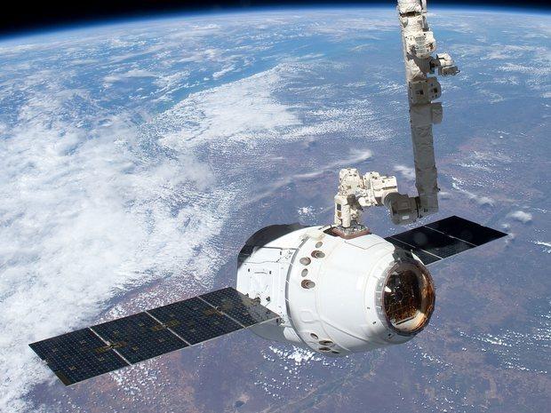 Первый частный космический грузовик пристыковался к МКС. Изображение № 3.