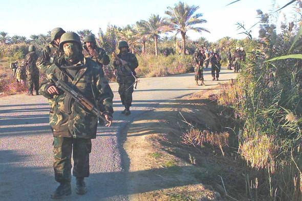 Военное положение: Одежда и аксессуары солдат в Ираке. Изображение № 62.