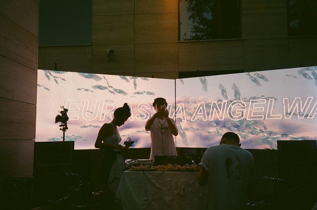 Angelwave: Фоторепортаж со светлого антирейва в «НИИ». Изображение № 9.