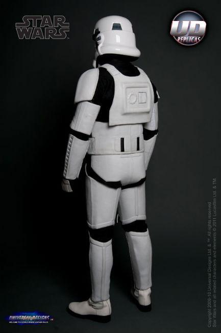 Мотоциклетный костюм, вдохновленный дизайном имперского штурмовика из «Звездных войн». Изображение № 1.