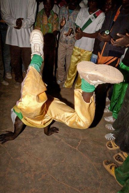 Мы хотим танцевать: Как выглядит сельская дискотека в Африке. Изображение № 17.