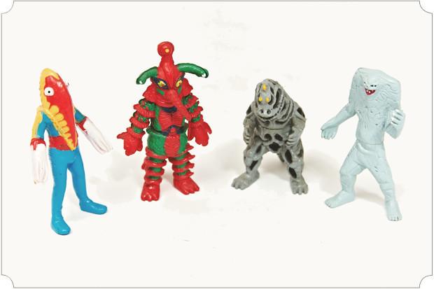 У меня тонны пластиковых годзилл, ниндзя-черепашек, грендайзеров, робокопов, кукимонстров, дизайнерских кинг-конгов и прочих товарищей. Есть и самодельные: предыдущий релиз How2make издавался в виде виниловой игрушки.. Изображение № 40.