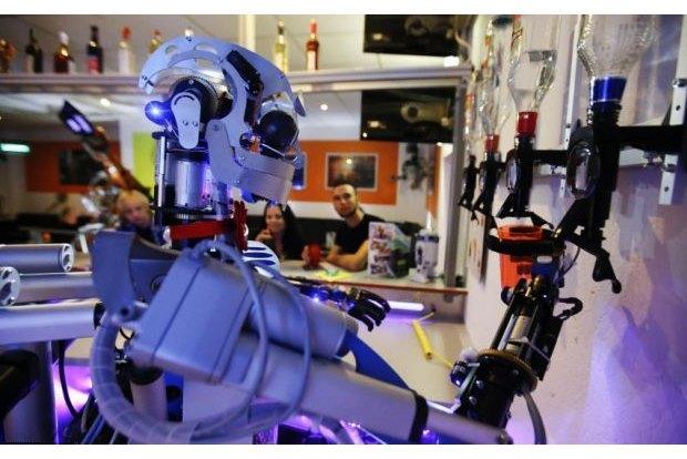 В Германии открылся бар с роботом-барменом. Изображение № 5.