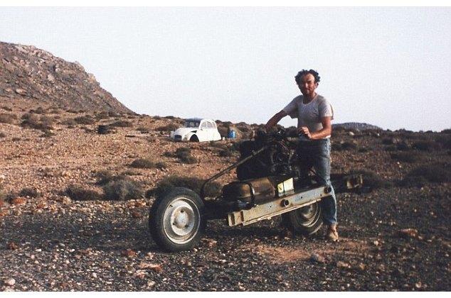 Француз выбрался из пустыни, превратив сломанную машину в мотоцикл. Изображение № 1.
