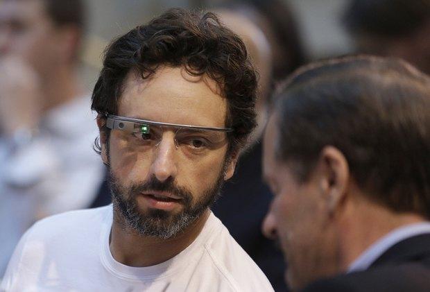 Один из основателей Google Сергей Брин в очках Google Glass. Изображение № 1.