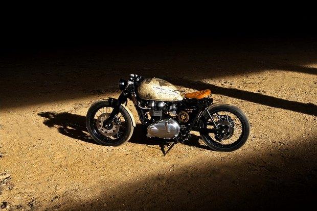 Итальянская мастерская Centro Modo Lodi представила «королевский» кастом модели Triumph Thruxton. Изображение № 14.