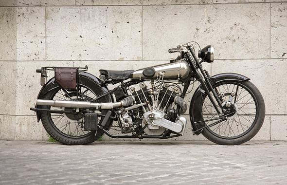 Календарь с кастомизированными мотоциклами сайта Bike EXIF. Изображение № 7.