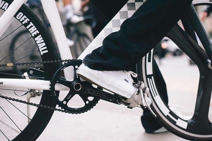 Vans и Leader Bikes представили лукбук и видеолукбук новой коллекции. Изображение № 3.