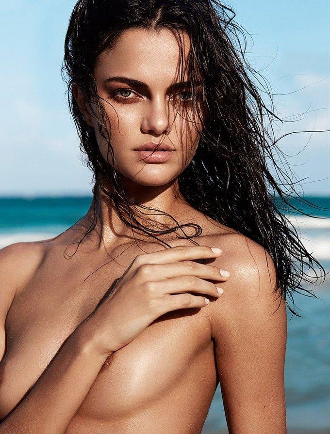 Бразильская модель Барбара Фиальо сфотографировалась для июньского номера GQ Australia. Изображение № 5.