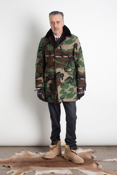 Дизайнер Марк МакНейри выпустил лукбук осенне-зимней коллекции одежды. Изображение № 2.