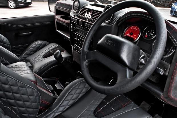 Британское ателье представило внедорожник Land Rover, отделанный тканью Harris Tweed. Изображение № 2.