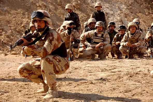 Военное положение: Одежда и аксессуары солдат в Ираке. Изображение № 63.