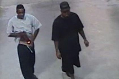 Американец украл из магазина 12 бутылок коньяка, спрятав их в штаны. Изображение № 1.