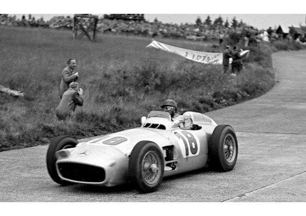 Легендарный болид «Формулы-1» Mercedes-Benz W196 1954 года выставлен на аукцион. Изображение № 2.