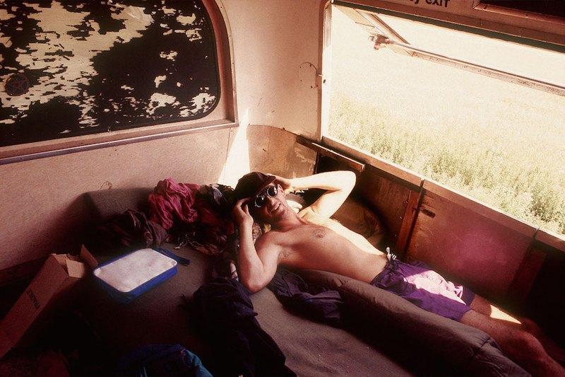 Бесконечное лето: Кочевая жизнь рейверов 1990-х. Изображение № 9.