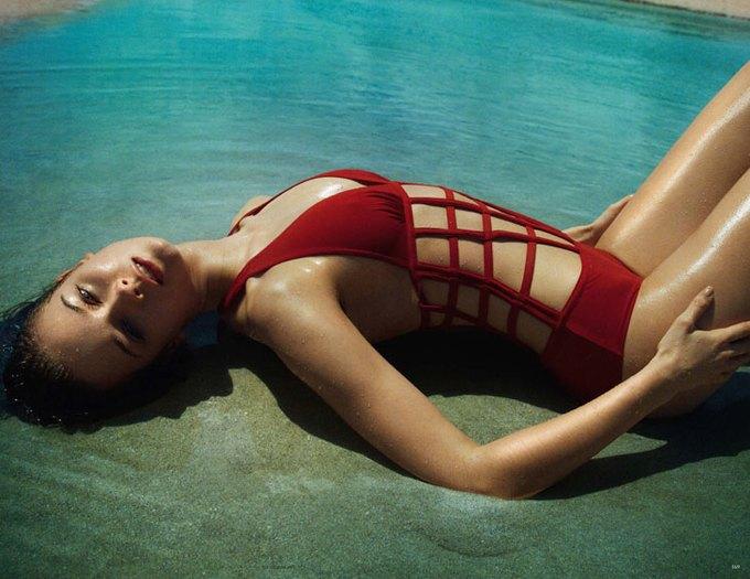Польская модель Моника Ягачак снялась в эротической фотосессии. Изображение № 2.