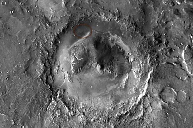 Место посадки Curiosity  в кратере Гейла обведено красным. Изображение № 1.