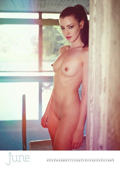 Фотограф Саймон Больц опубликовал эротический календарь на 2014 год. Изображение № 7.