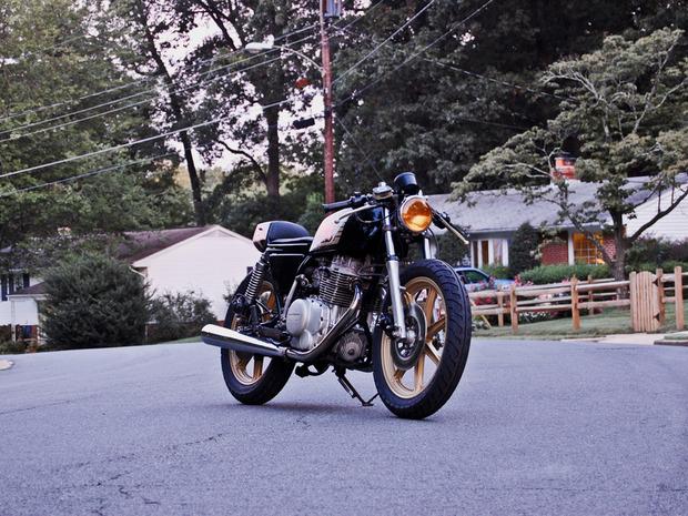 Американская мастерская MotoHangar выпустила каферейсер Yamaha XS400. Изображение № 8.