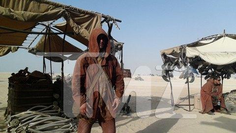В сеть попали первые снимки со съемочной площадки новых «Звездных войн». Изображение № 30.