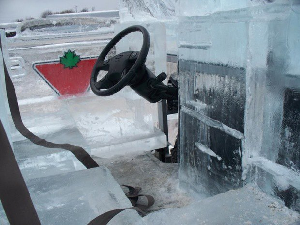 В Канаде собрали первый в мире пикап изо льда. Изображение № 5.