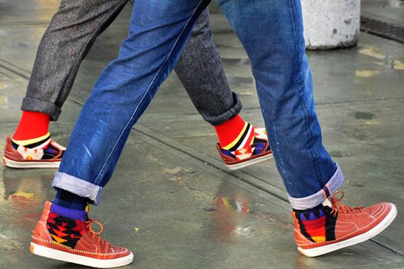 Изображение 21. Шарфы, клатчи, клетчатые пиджаки и подвернутые джинсы.. Изображение № 59.