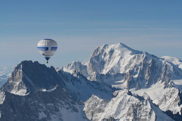 Альпинист нашел индийские сокровища на горе Монблан. Изображение № 1.