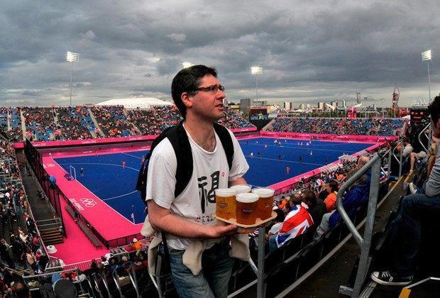 На российских стадионах планируют возобновить продажу пива. Изображение № 1.