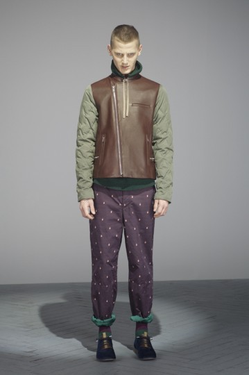 Японская марка Undercover выпустила лукбук осенней коллекции одежды. Изображение № 10.