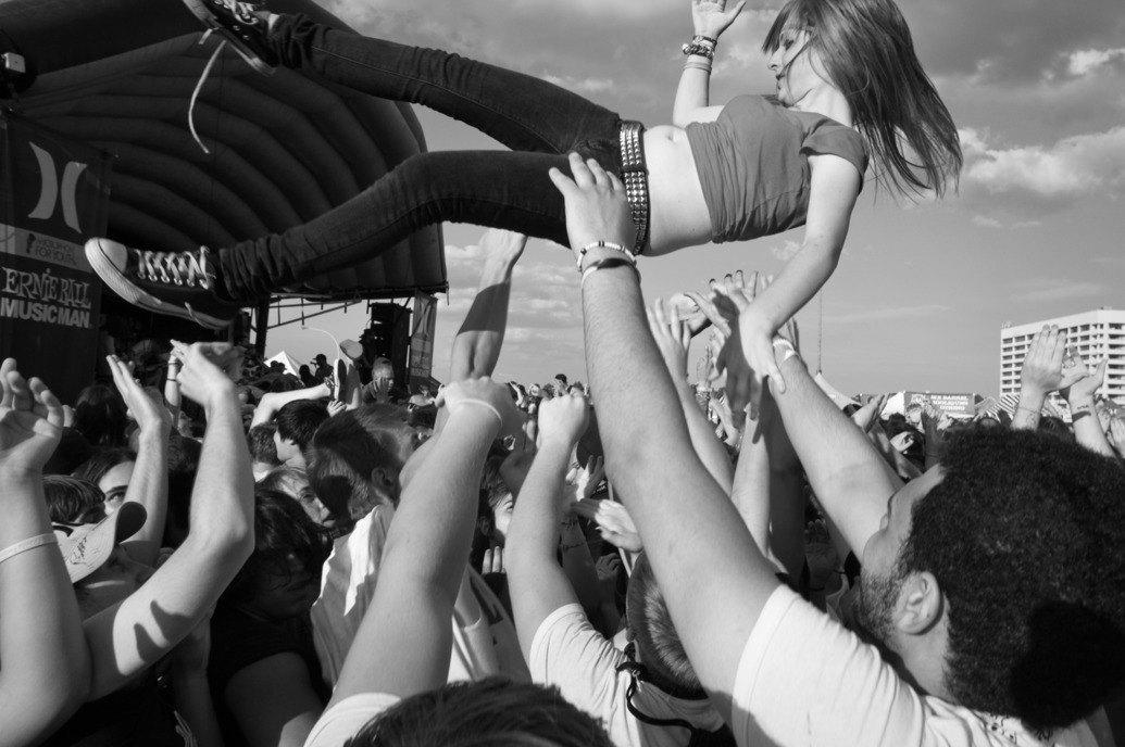 Музыка нас связала: Фотограф Эрин Фейнберг десять лет снимает фанатов на концертах. Изображение № 9.