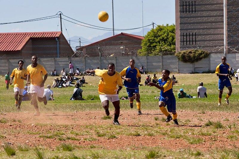 Как выглядит дворовый футбол на окраинах Кейптауна. Изображение № 15.