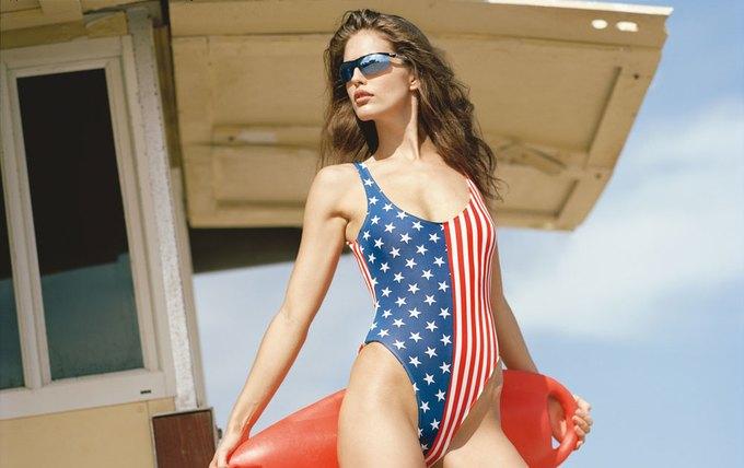 Американская модель Эмили Ди Донато снялась для французского журнала Double Magazine. Изображение № 7.