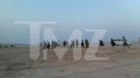 В сеть попали первые снимки со съемочной площадки новых «Звездных войн». Изображение № 16.