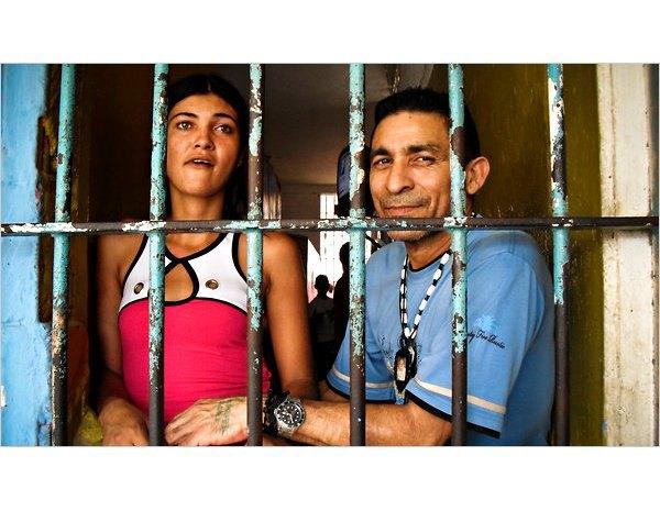 В венесуэльской тюрьме открылся ночной клуб со стриптизершами. Изображение № 2.