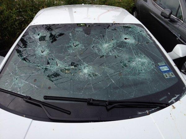 Голый техасец расстрелял автомобилей на 200 тысяч долларов. Изображение № 2.