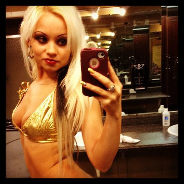 Stripper Locker Room: Блог с селфшотами стриптизёрш. Изображение № 57.