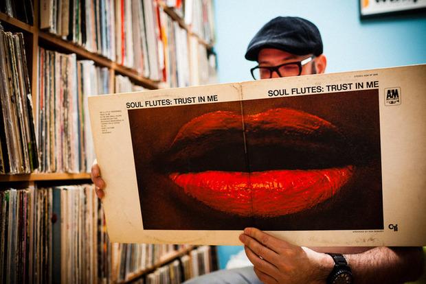 Американский фотограф Эйлон Паз выпускает книгу о коллекционерах винила. Изображение № 4.