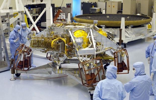 Самый большой в истории марсоход Curiosity приземлился на Марс. Изображение № 5.