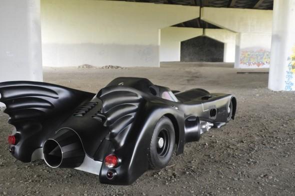 Бэтмобиль выставили на продажу. Изображение № 3.
