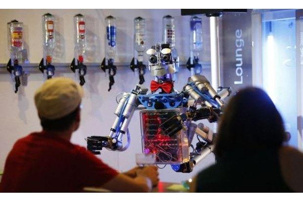 В Германии открылся бар с роботом-барменом. Изображение № 4.