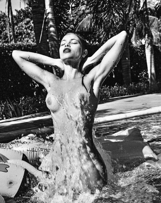 Леонардо Корредор сфотографировал украинскую модель Яру Хмидан для нового номера журнала Treats!. Изображение № 8.