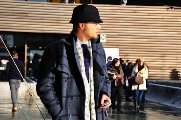 Изображение 53. Шарфы, клатчи, клетчатые пиджаки и подвернутые джинсы.. Изображение № 13.