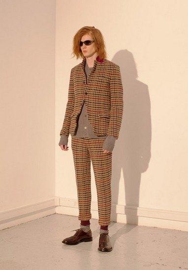 Марка Undercover опубликовала лукбук осенней коллекции одежды. Изображение № 8.