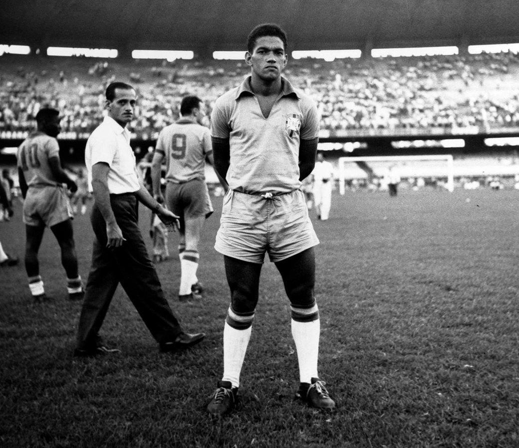 Гарринча: «Великий хромой» бразильского футбола. Изображение № 1.
