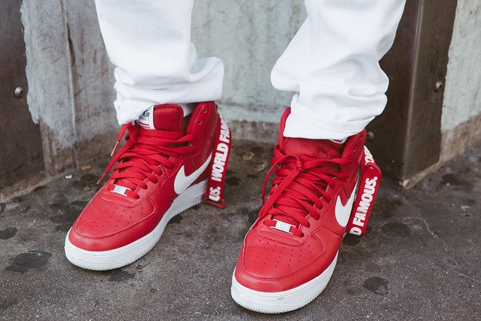 Марки Supreme и Nike выпустили совместную коллекцию кроссовок. Изображение № 2.
