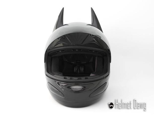 Компания Helmet Dawg спроектировала мотошлем по мотивам «Бэтмена». Изображение № 7.
