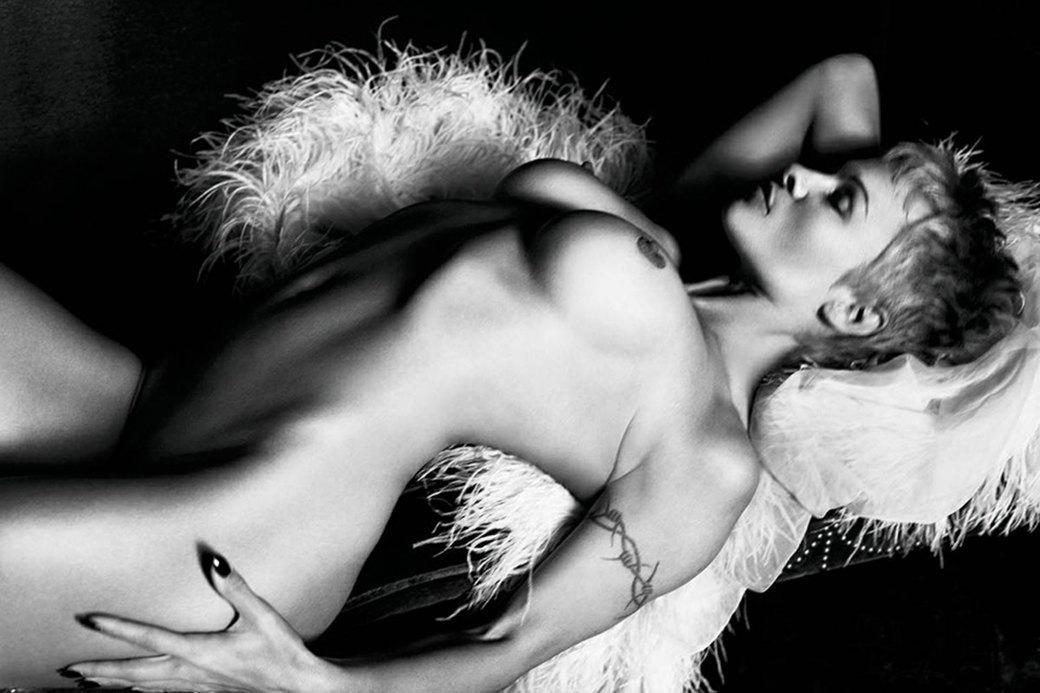 Памела Андерсон сфотографировалась обнажённой для нового номера французского журнала Purple. Изображение № 4.
