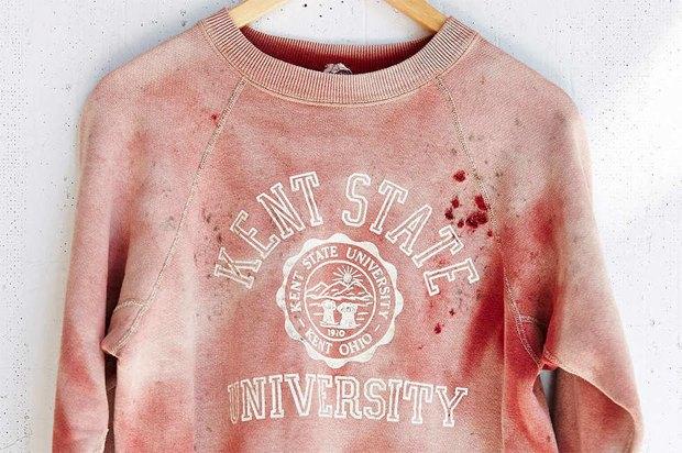 «Окровавленный» свитшот Кентского университета изъяли из продажи. Изображение № 1.
