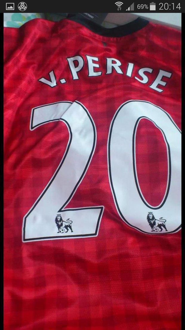 «Манчестер Юнайтед» продал футболки с опечатками в фамилиях игроков. Изображение № 1.